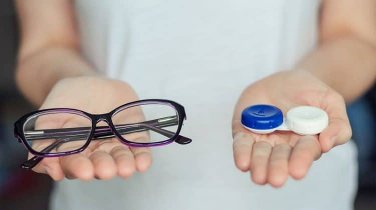 Advantages and Disadvantages of Wearing Contact Lenses Vs. Glasses